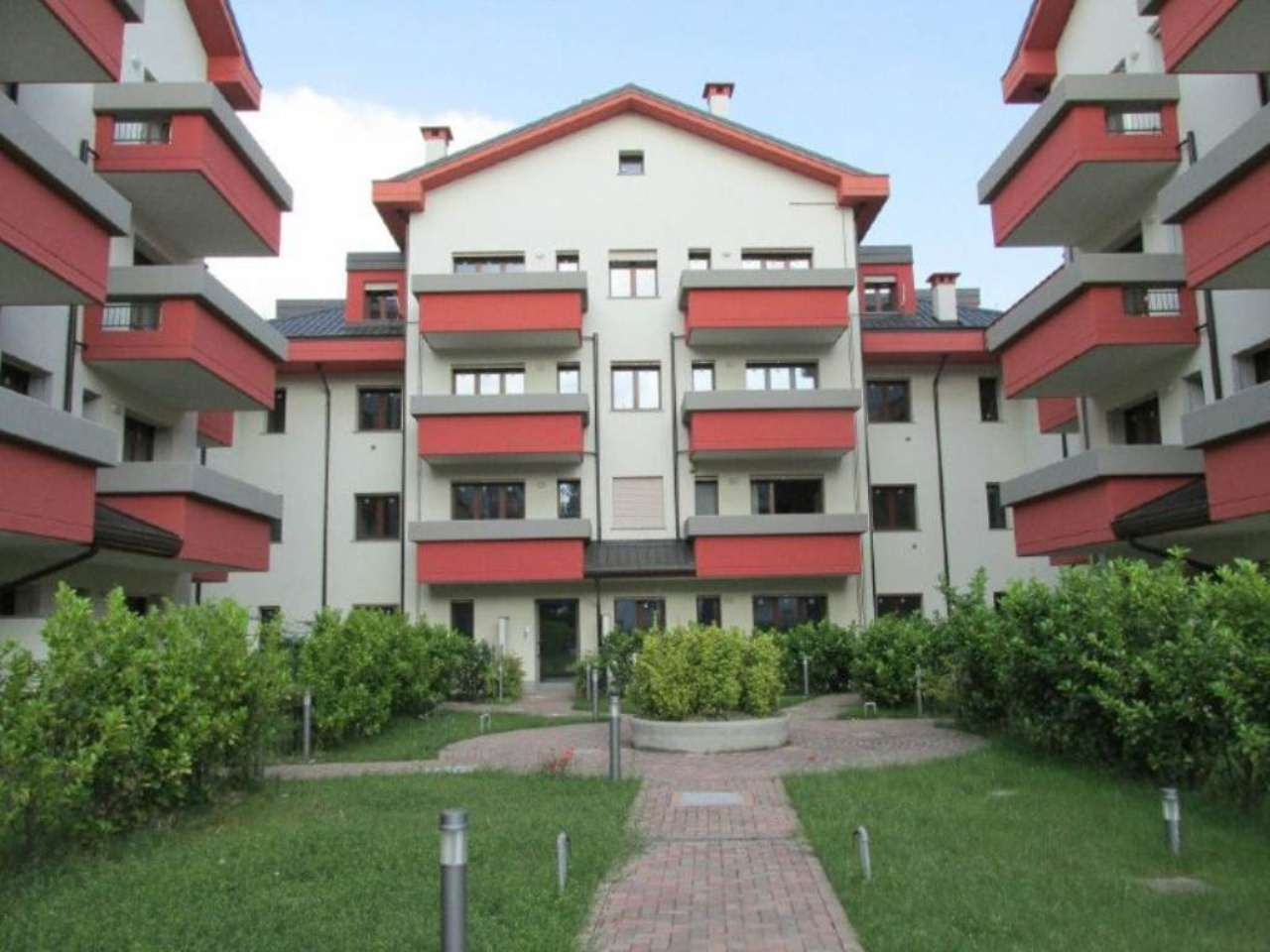 Appartamento in Vendita a Segrate: 3 locali, 97 mq