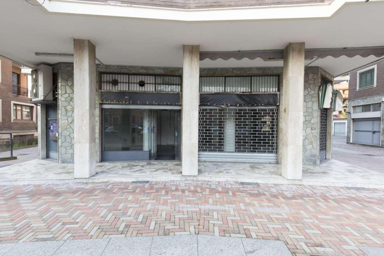 Negozio-locale in Affitto a Segrate: 1 locali, 92 mq