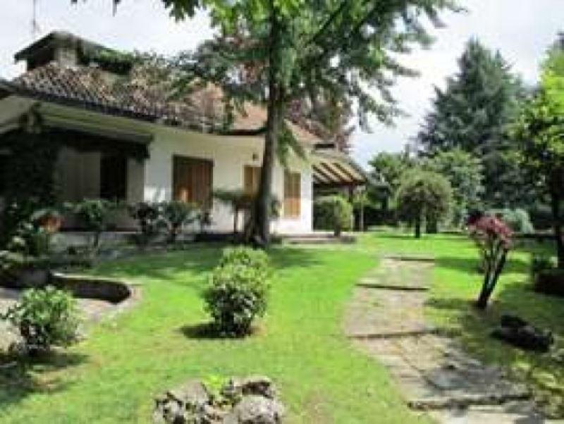 Villa in Affitto a Rodano: 5 locali, 300 mq