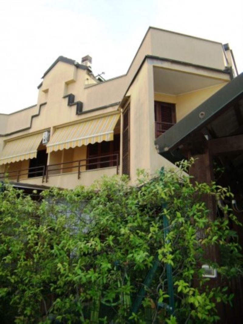 Villa in Vendita a Cologno Monzese: 3 locali, 200 mq