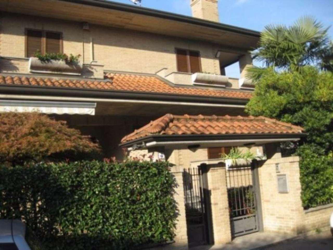 Villa in vendita a Paderno Dugnano, 5 locali, prezzo € 495.000 | CambioCasa.it