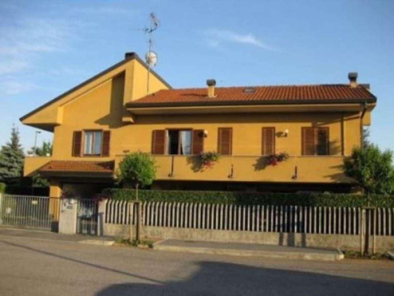 Villa in vendita a Paderno Dugnano, 5 locali, prezzo € 640.000 | Cambio Casa.it