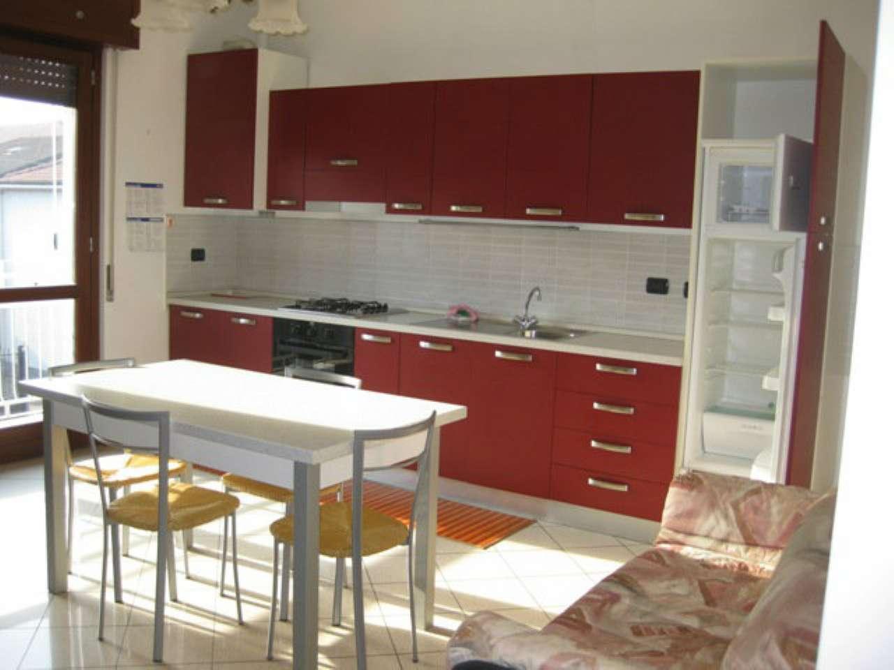 Villa-Villetta Trifamiliare in Affitto a Senago