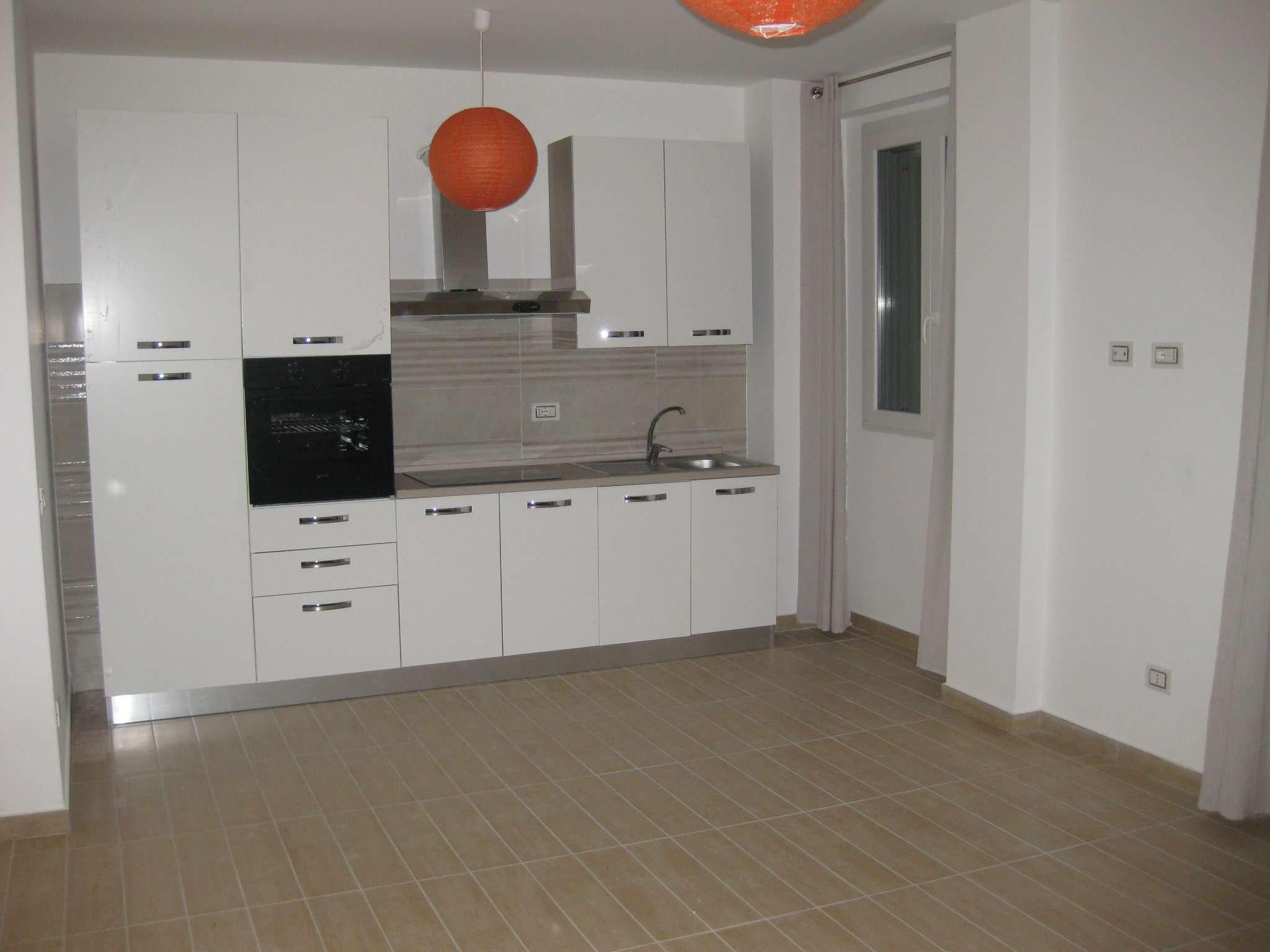 Appartamento in affitto a Limbiate, 2 locali, prezzo € 600 | CambioCasa.it