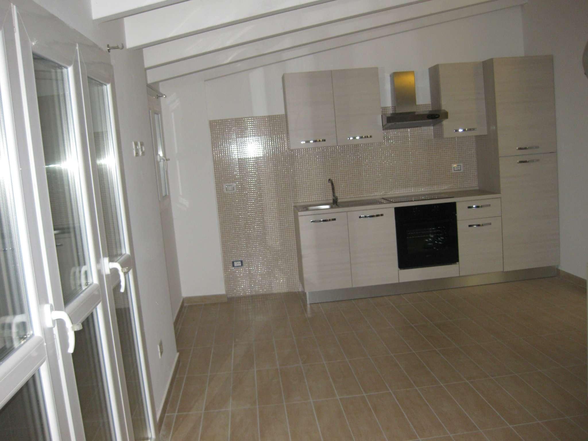 Attico / Mansarda in affitto a Limbiate, 2 locali, prezzo € 600 | Cambio Casa.it