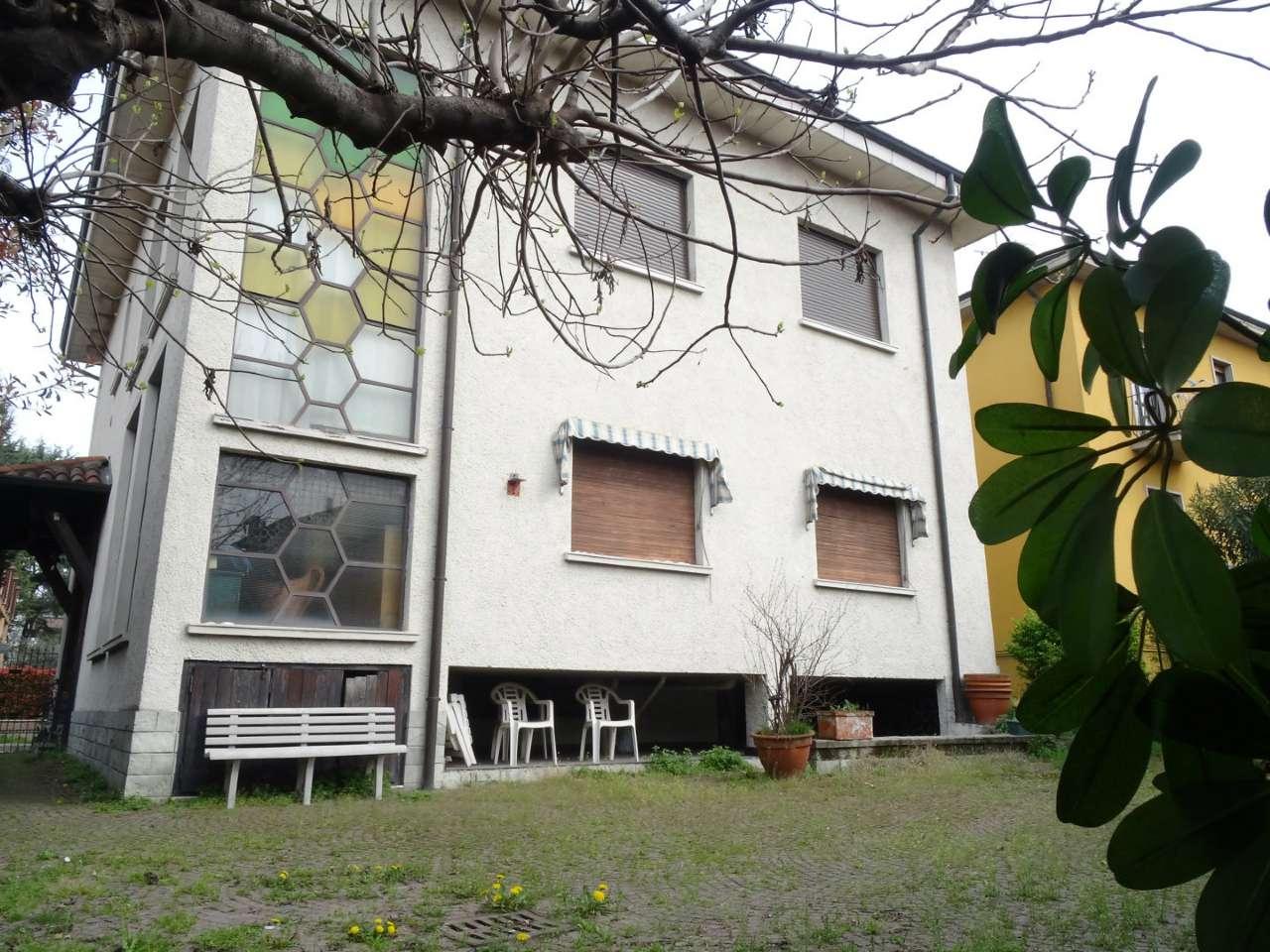 Villa in vendita a Bollate, 8 locali, prezzo € 440.000 | Cambio Casa.it