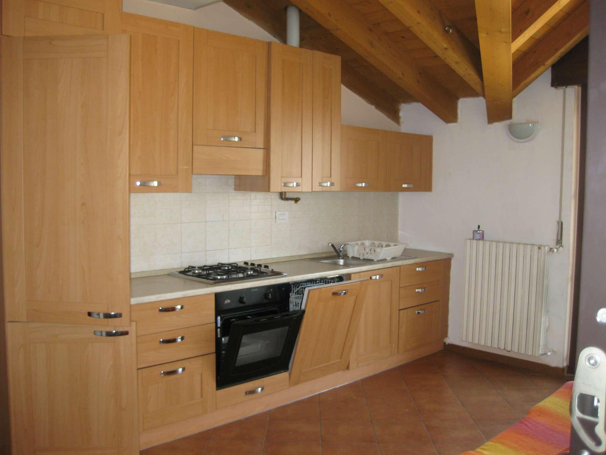 Attico / Mansarda in affitto a Senago, 2 locali, prezzo € 500 | CambioCasa.it
