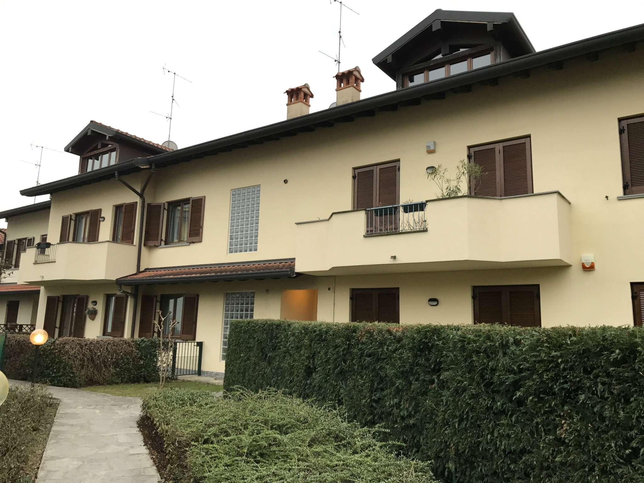 Appartamento in vendita a Usmate Velate, 5 locali, prezzo € 249.000 | CambioCasa.it
