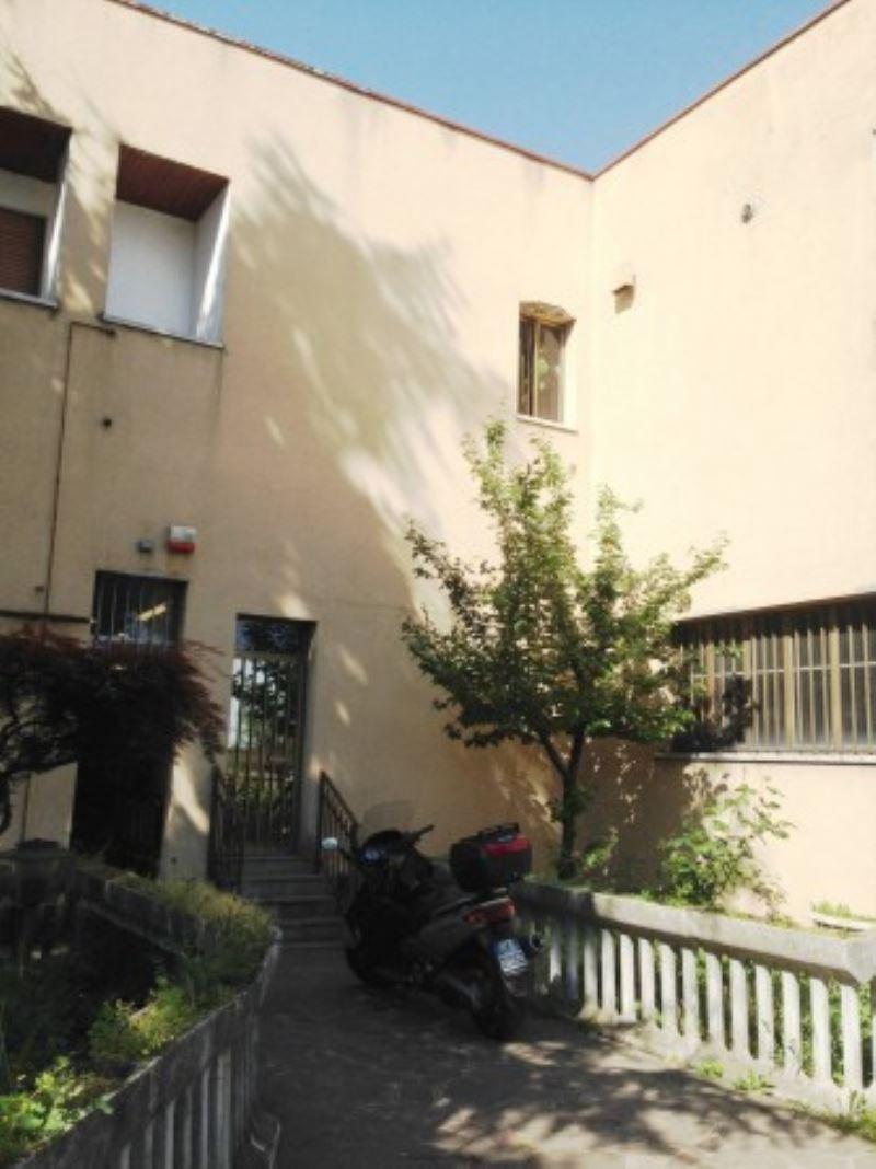 Capannone in vendita a Settimo Milanese, 6 locali, prezzo € 120.000 | Cambio Casa.it