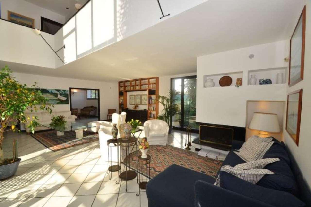 Villa in vendita a Cusago, 7 locali, prezzo € 849.000 | Cambio Casa.it