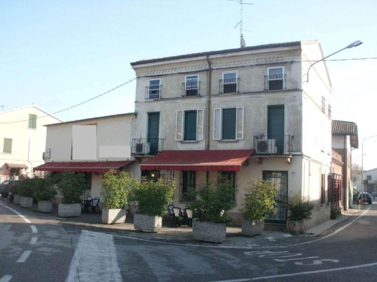 Ristorante / Pizzeria / Trattoria in vendita a Quistello, 6 locali, prezzo € 150.000 | Cambio Casa.it