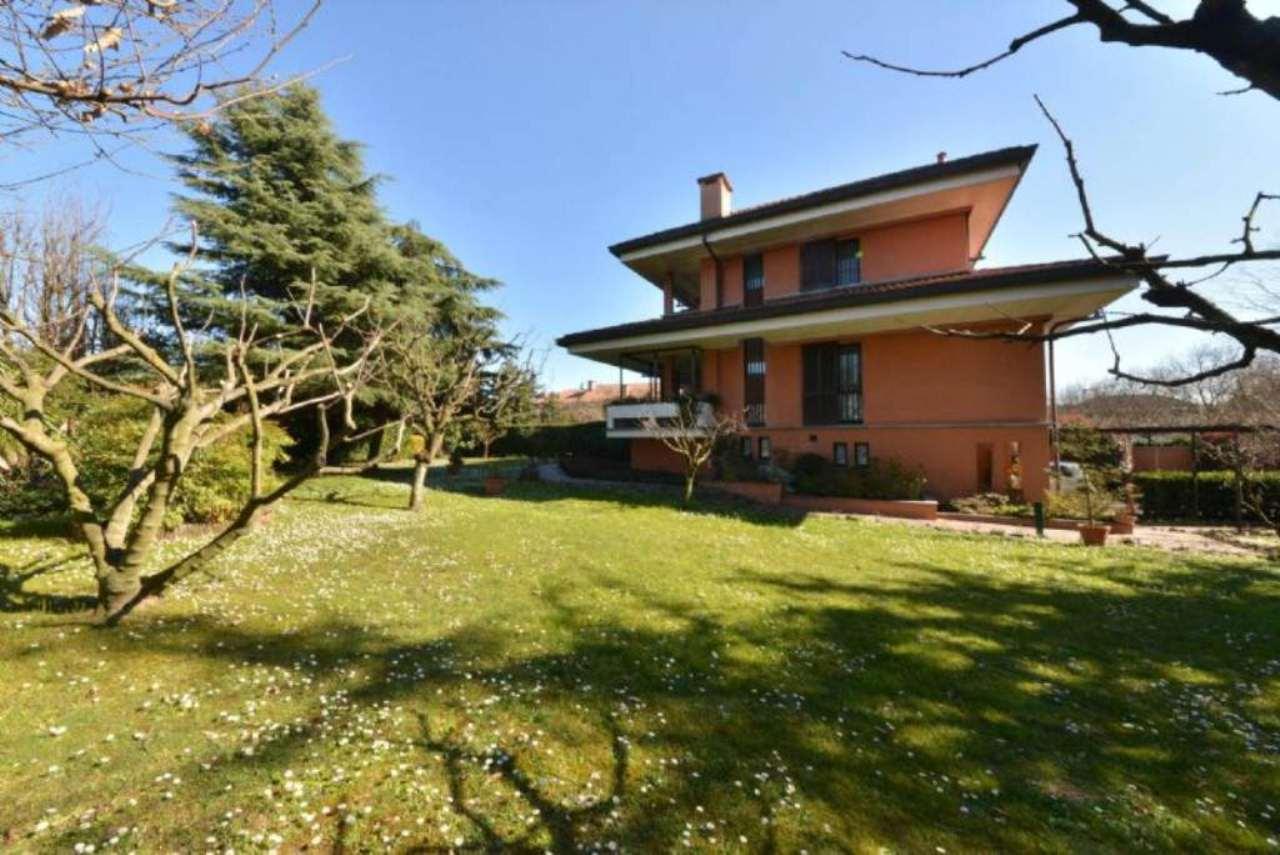 Villa in vendita a Cusago, 7 locali, prezzo € 750.000 | Cambio Casa.it