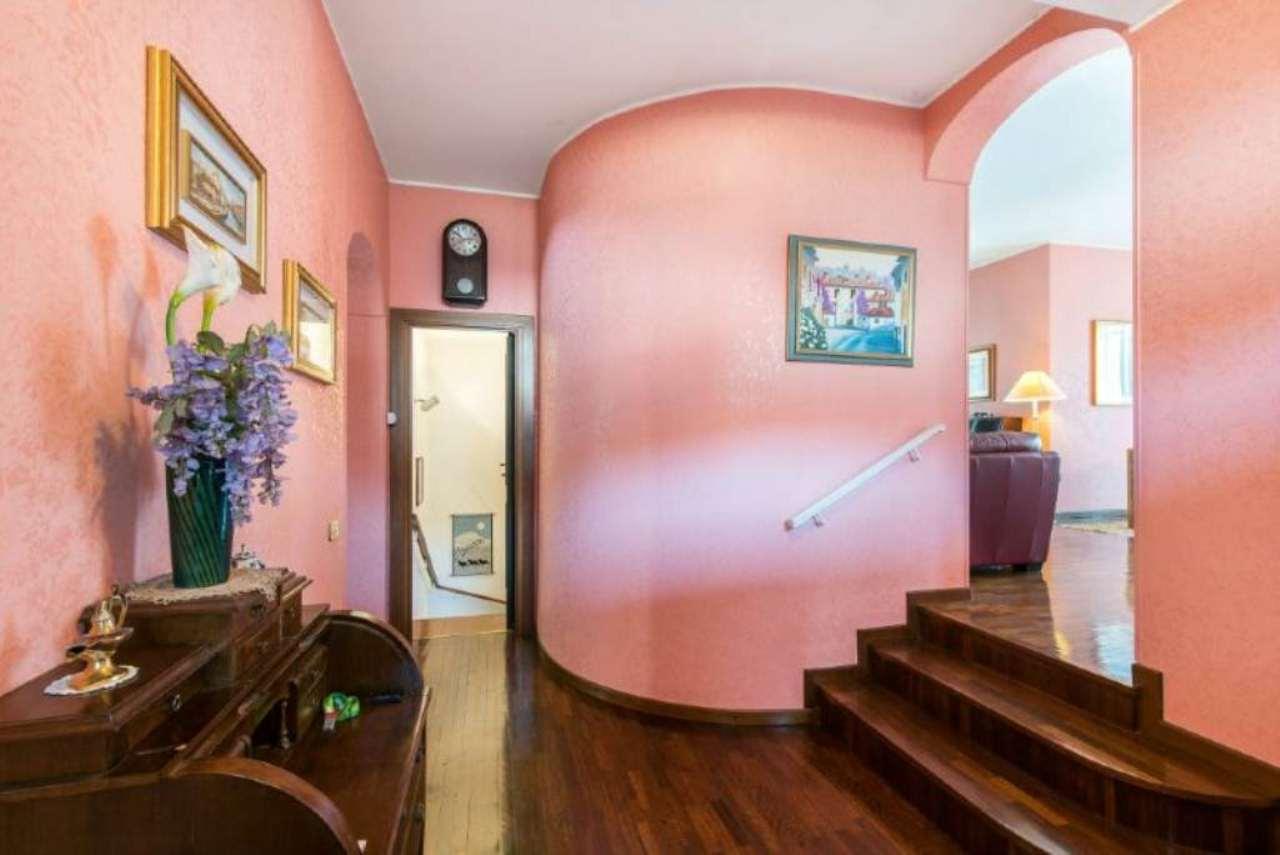 Villa in vendita a Sedriano, 7 locali, prezzo € 590.000 | Cambio Casa.it