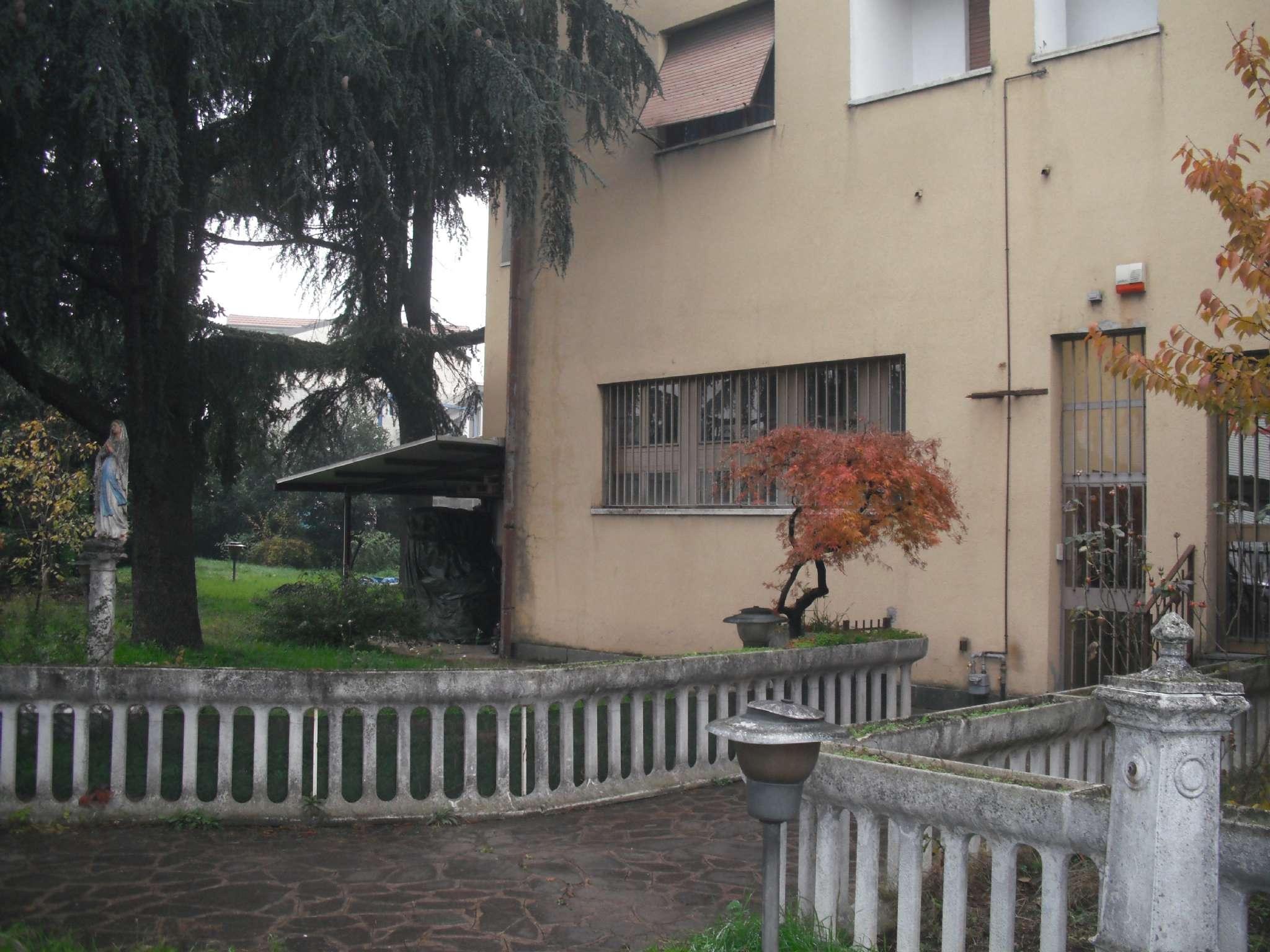 Capannone in vendita a Settimo Milanese, 5 locali, prezzo € 110.000 | Cambio Casa.it