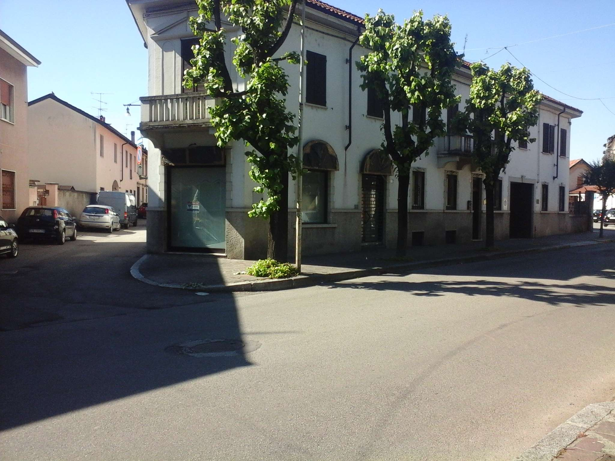 Attività / Licenza in vendita a Parabiago, 3 locali, prezzo € 25.000   Cambio Casa.it
