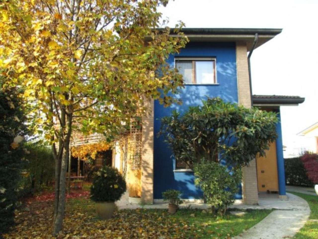 Villa in vendita a Crespiatica, 4 locali, prezzo € 290.000 | Cambio Casa.it