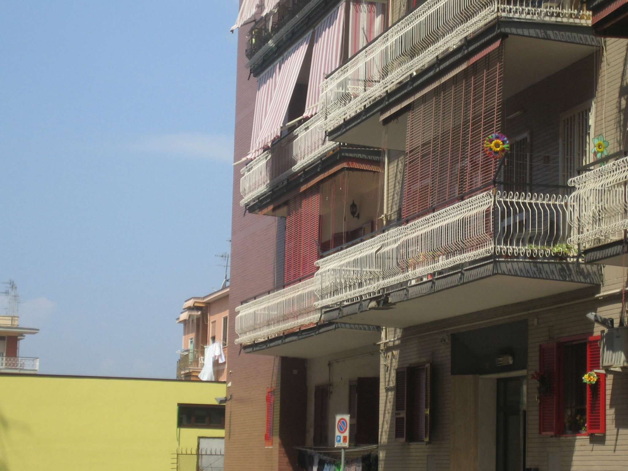 garage-Box-posto auto Singolo in Vendita a Portici