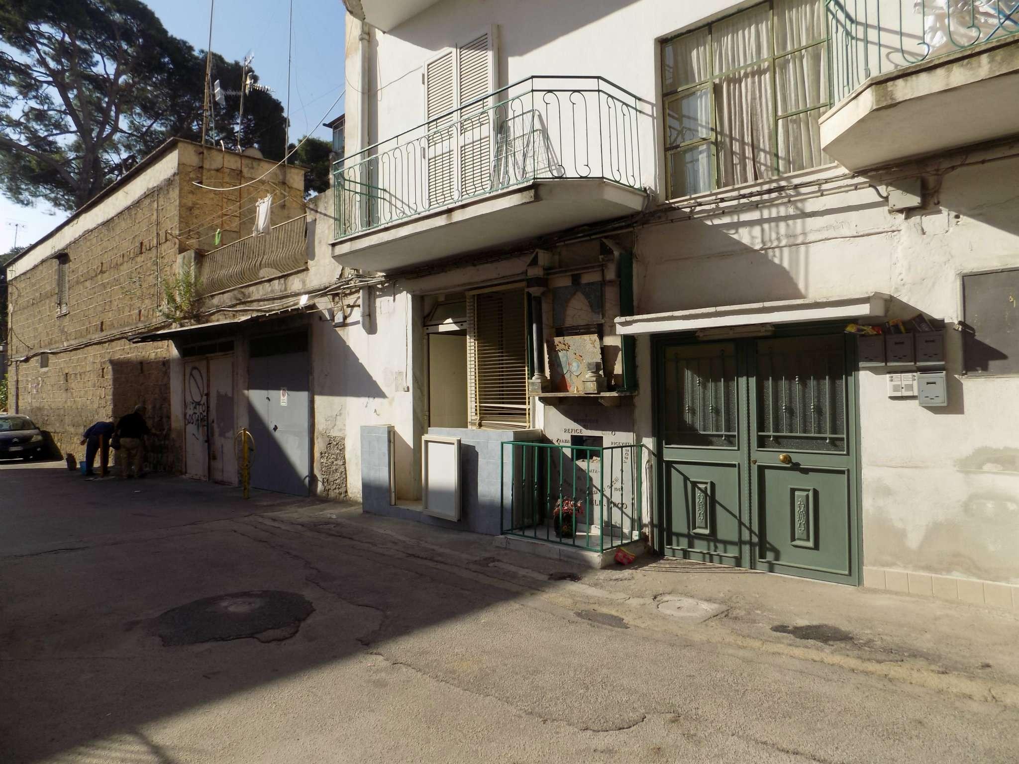 Bilocale Napoli Via Gianbattista Vela 2