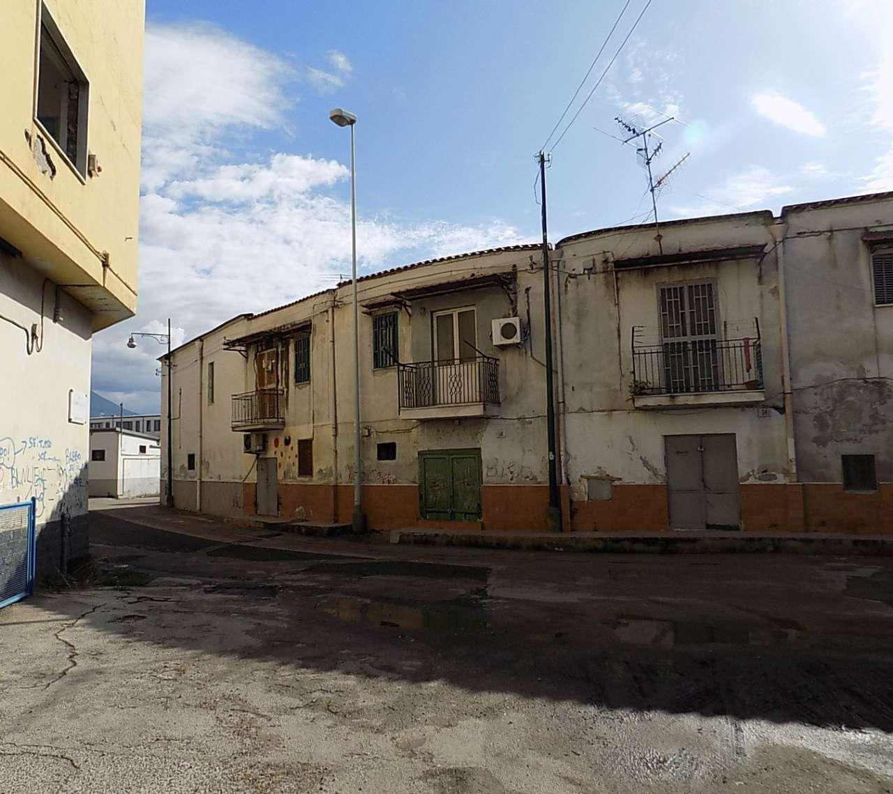 Palazzo / Stabile in vendita a Napoli, 9999 locali, zona Zona: 6 . Ponticelli, Barra, San Giovanni a Teduccio, prezzo € 140.000 | CambioCasa.it