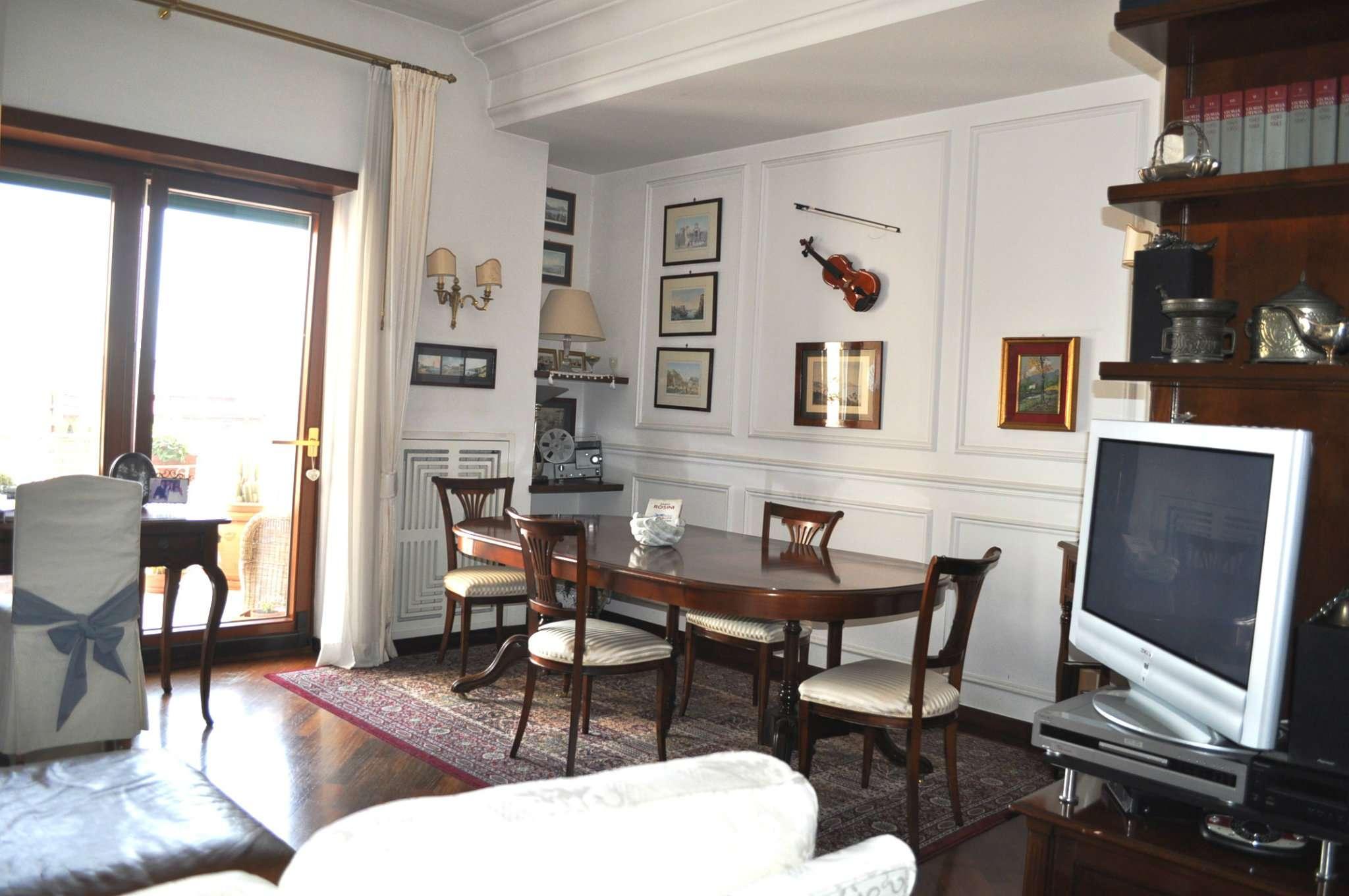 Appartamento in vendita 5 vani 115 mq.  via Bernardo Cavallino Napoli