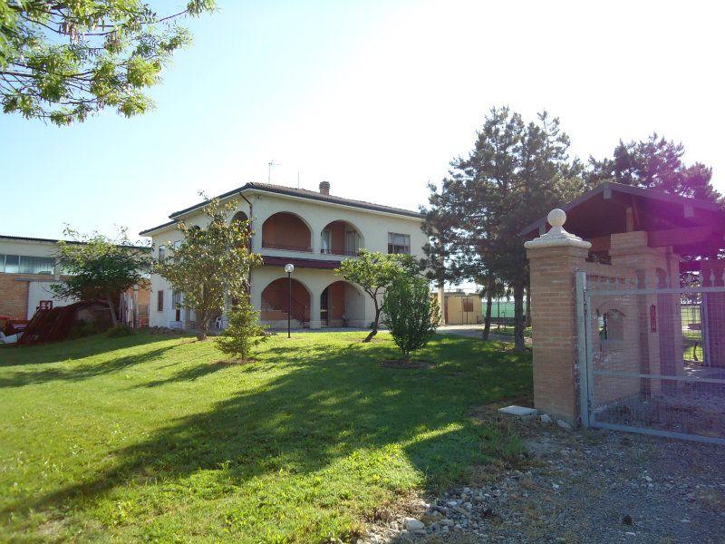 Attività / Licenza in vendita a Sala Bolognese, 10 locali, Trattative riservate | CambioCasa.it