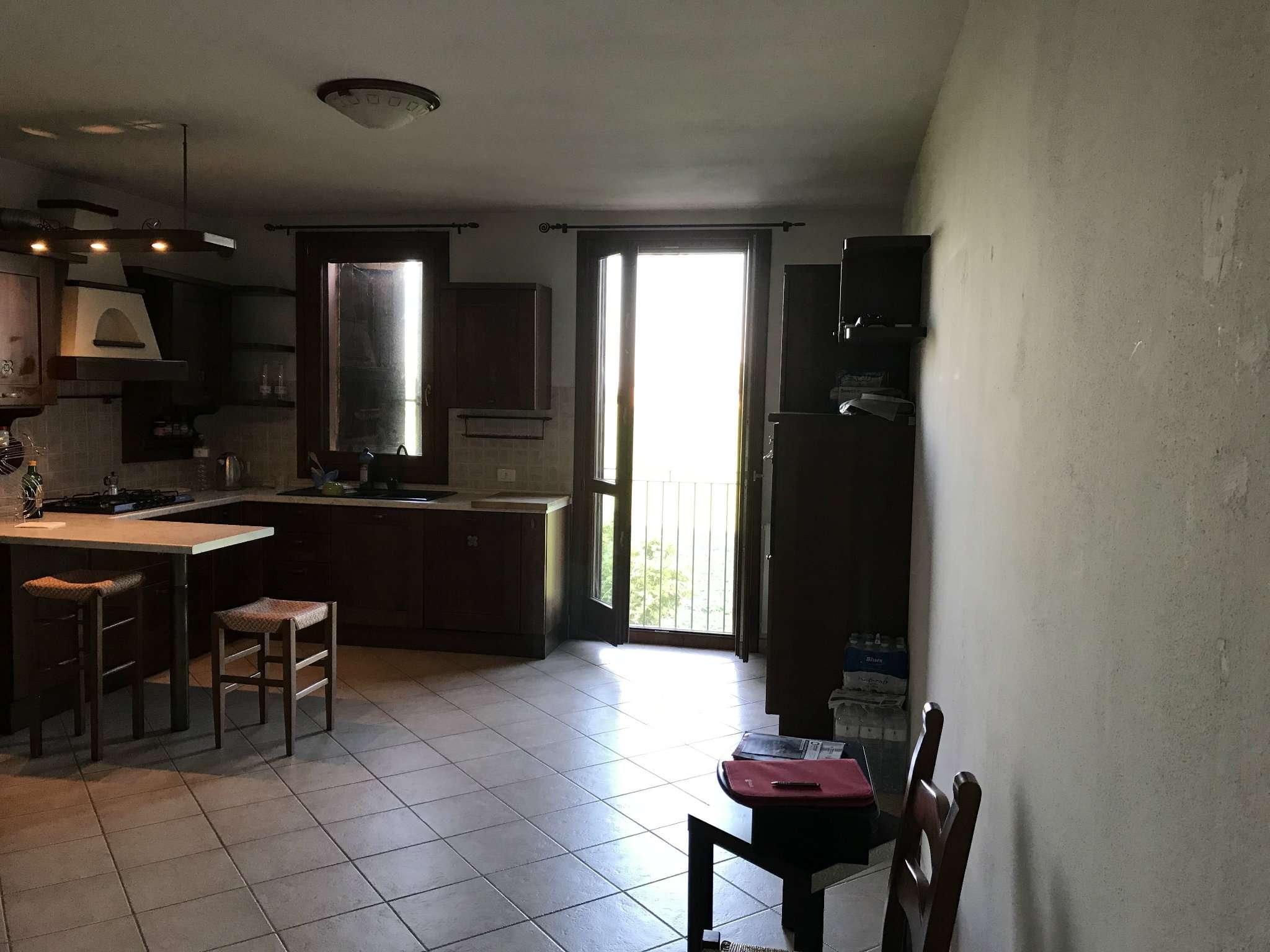 Appartamento in vendita a Crevalcore, 7 locali, prezzo € 145.000 | CambioCasa.it