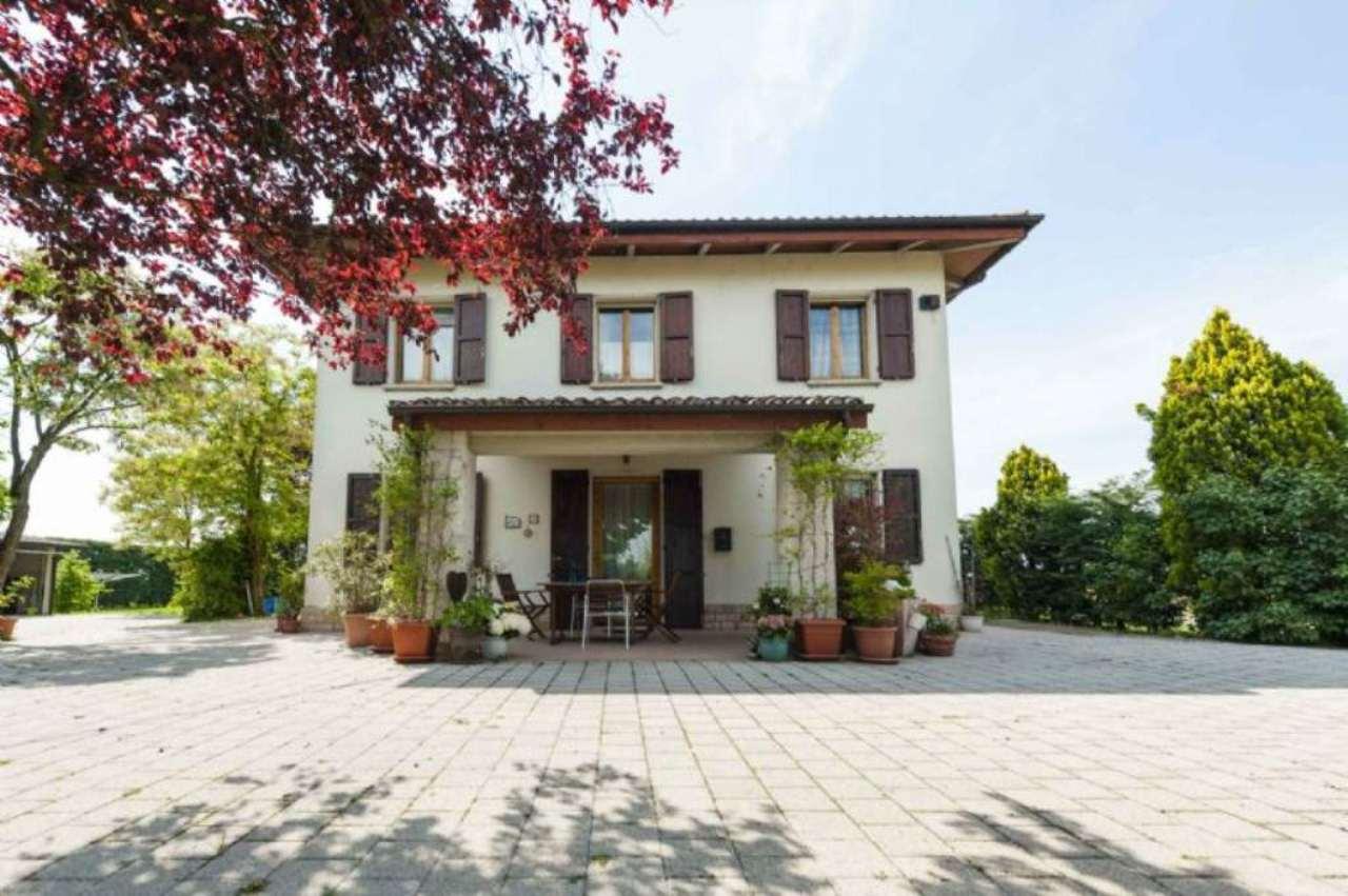 Soluzione Indipendente in vendita a San Giovanni in Persiceto, 8 locali, prezzo € 320.000 | Cambio Casa.it