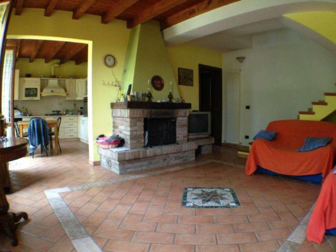 Villa Bifamiliare in vendita a Crevalcore, 5 locali, prezzo € 195.000 | Cambio Casa.it