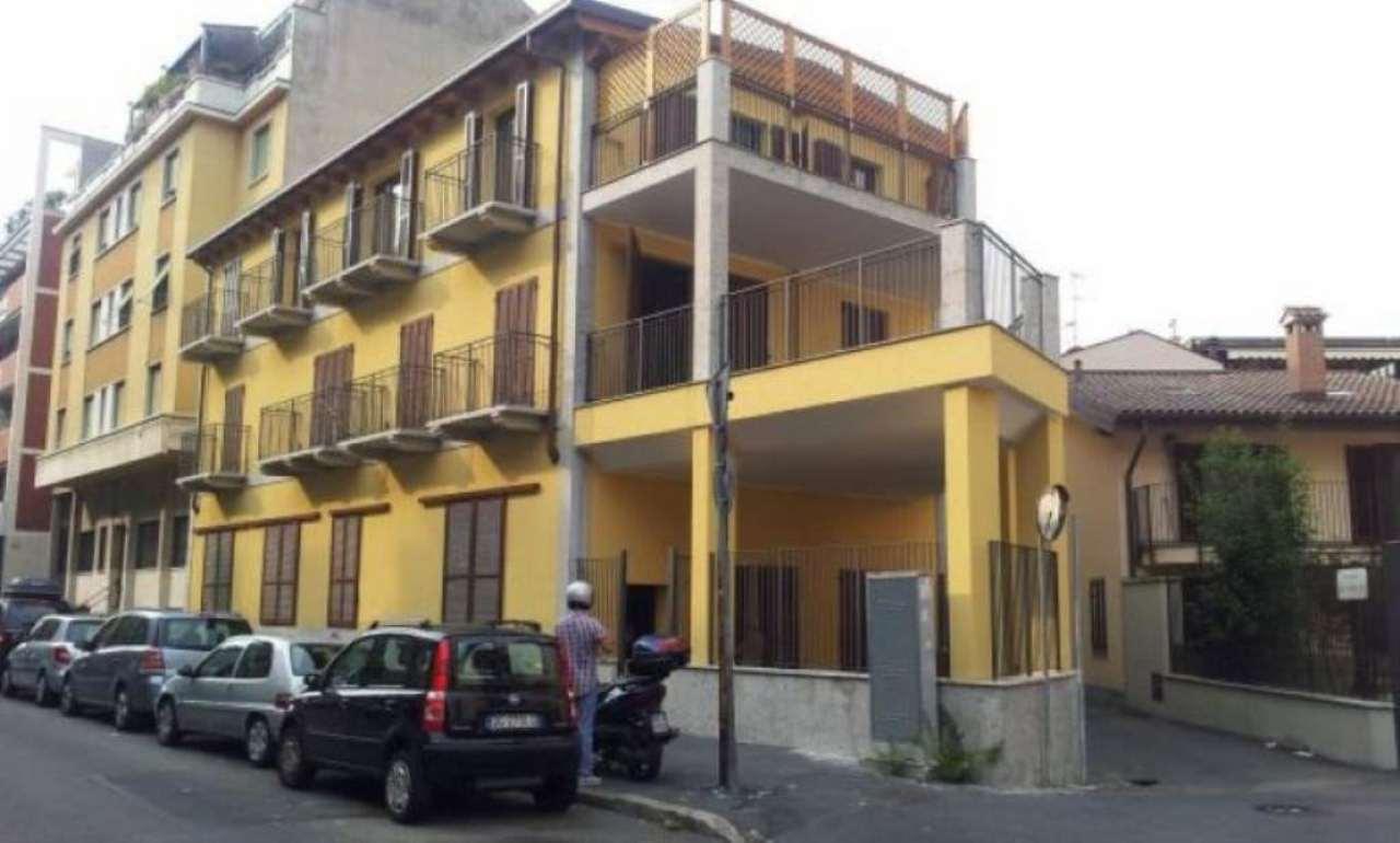 Bilocale Milano Via Gassendi 2