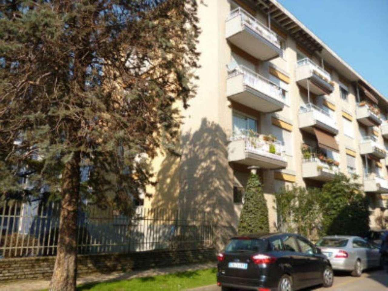Bilocale Milano Via Fonzaso 3