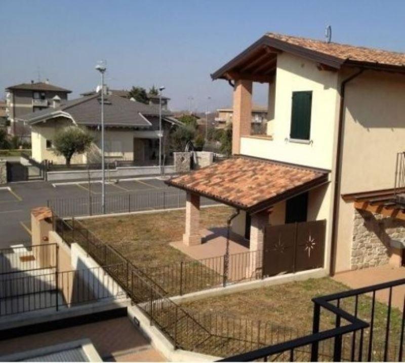 Villa in vendita a Calcinato, 4 locali, prezzo € 380.000 | Cambio Casa.it