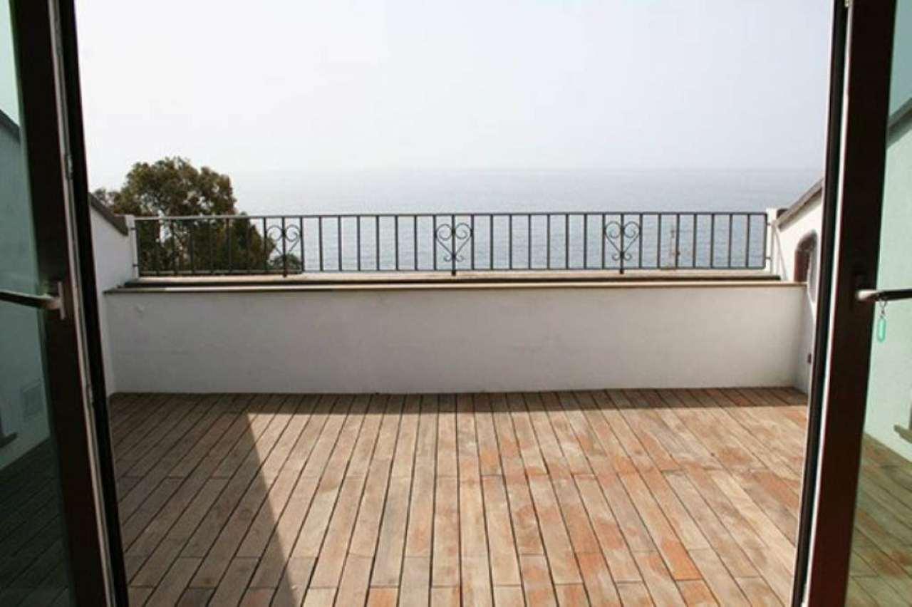 Attico / Mansarda in vendita a Bogliasco, 5 locali, prezzo € 470.000 | Cambio Casa.it