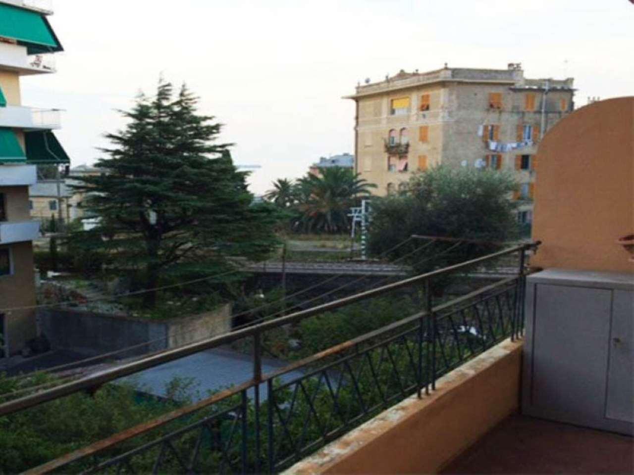 Bilocale Genova Via Roncallo 1