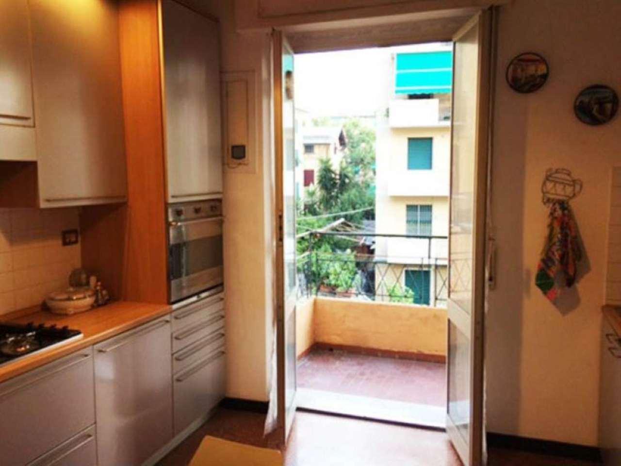 Bilocale Genova Via Roncallo 3