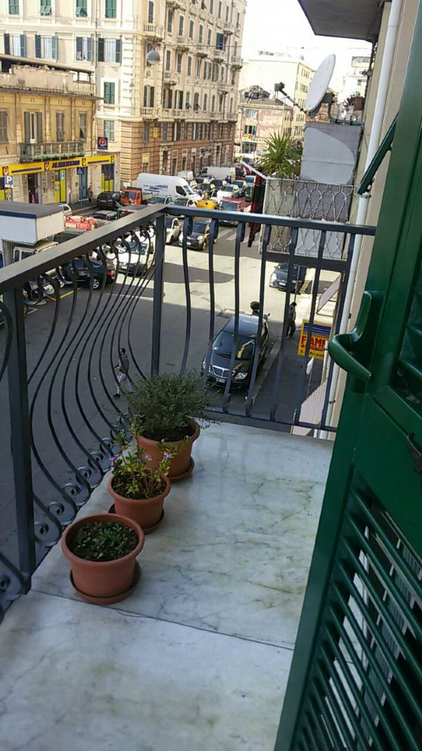 Bilocale Genova Via Sampierdarena 13