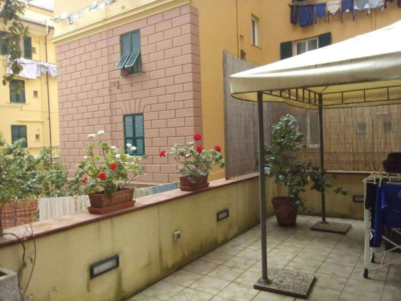 Bilocale Genova Via Avezzana 1