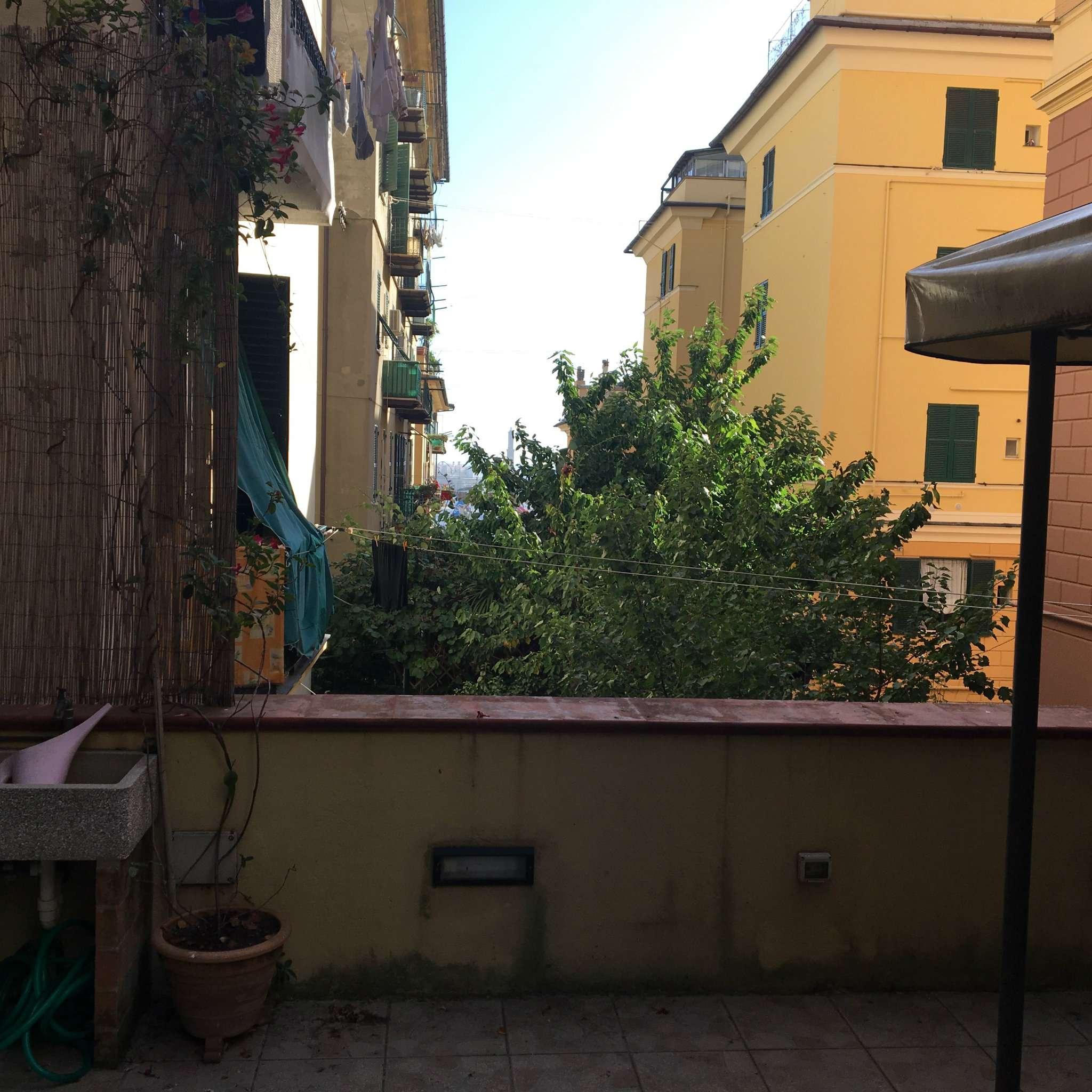 Bilocale Genova Via Avezzana 8