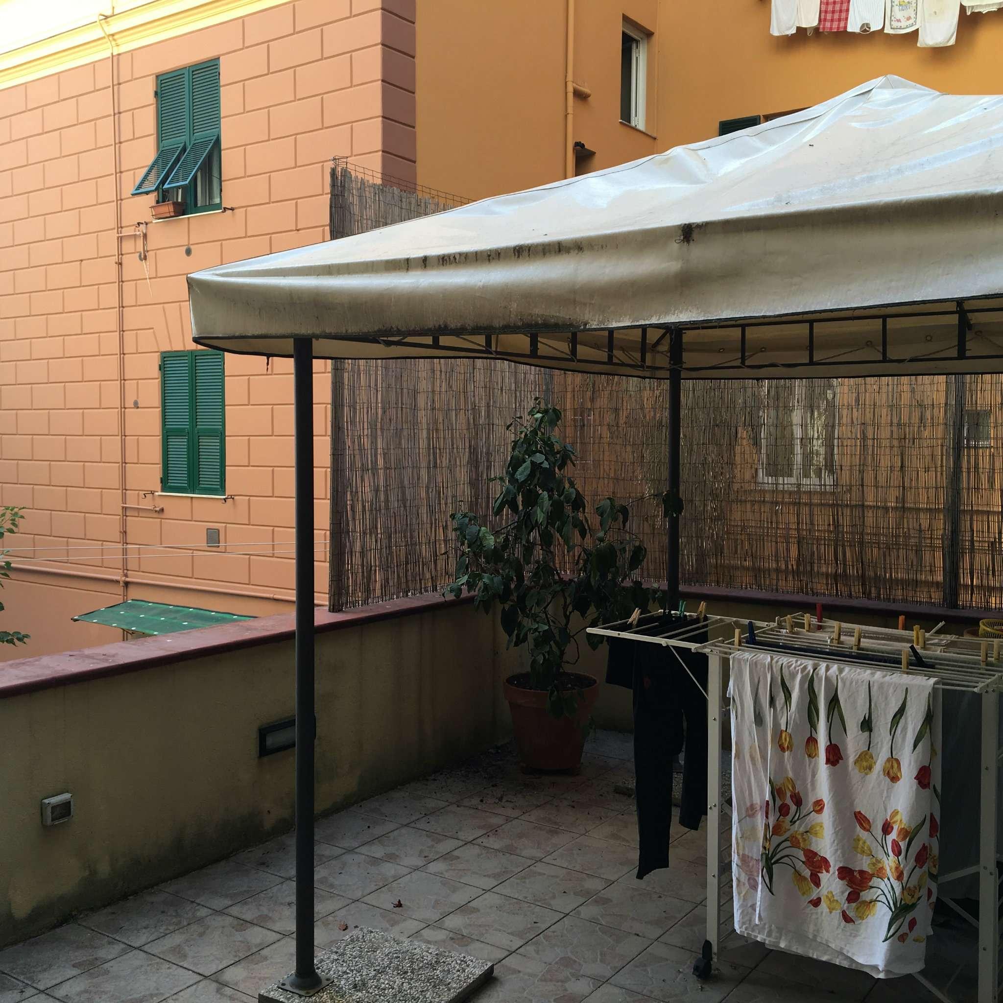 Bilocale Genova Via Avezzana 9