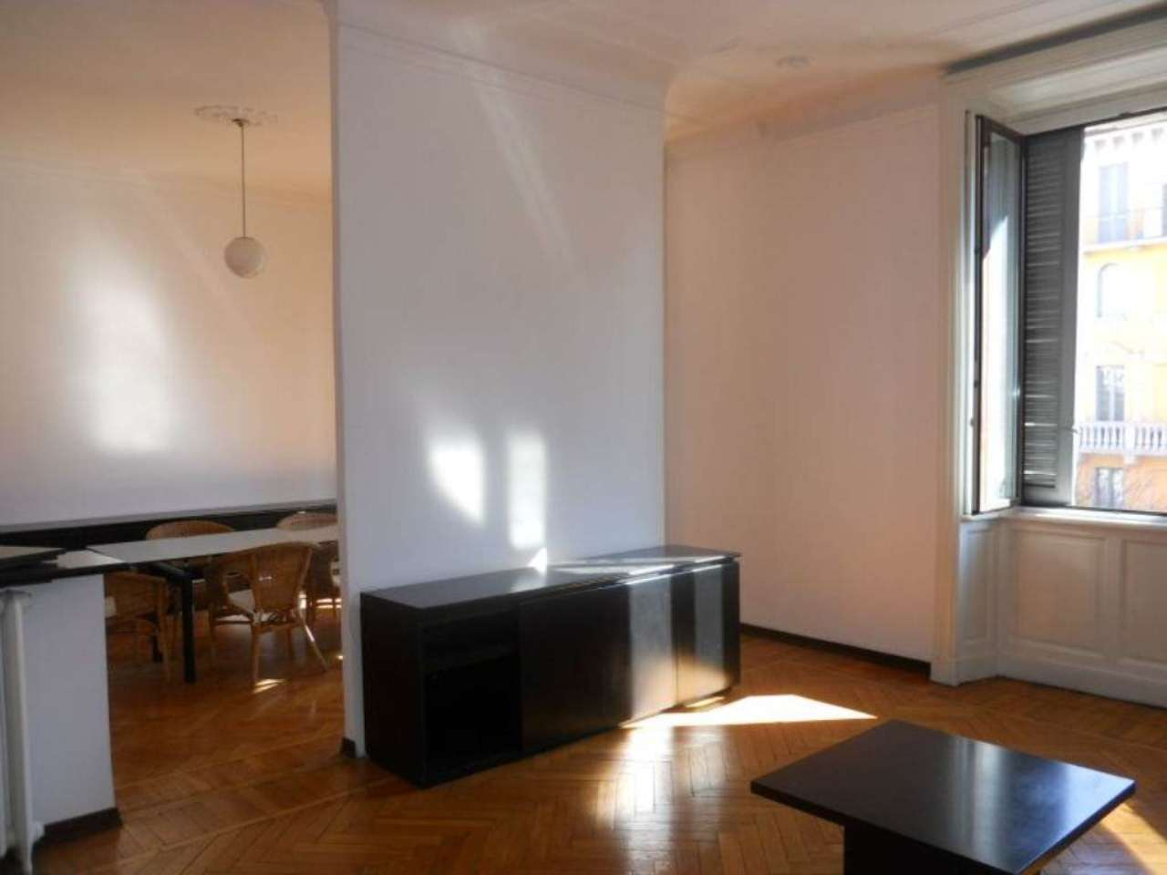 Bilocale Milano Via Spartaco 1
