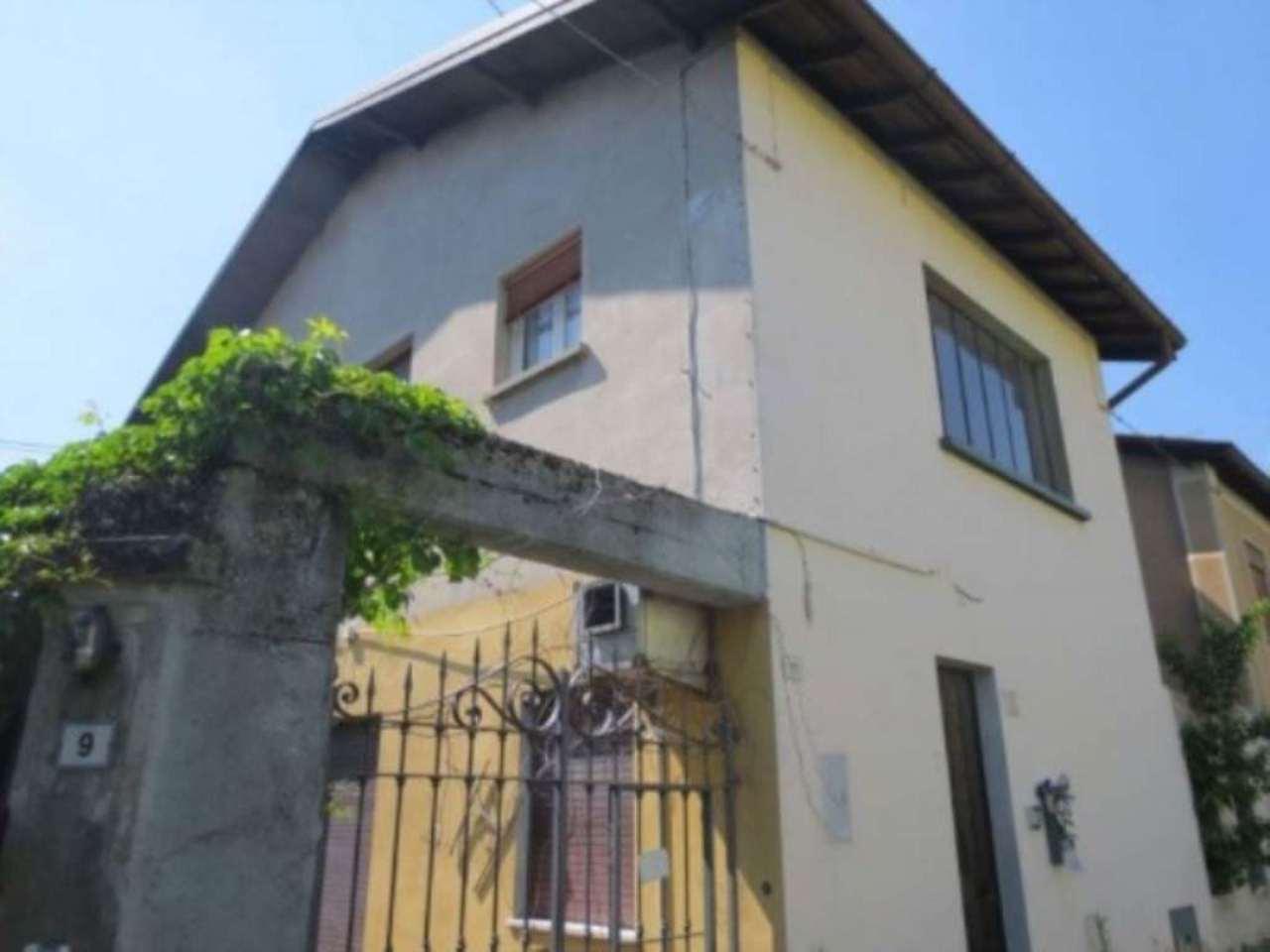 Villa in vendita a Venegono Superiore, 6 locali, prezzo € 160.000 | Cambio Casa.it