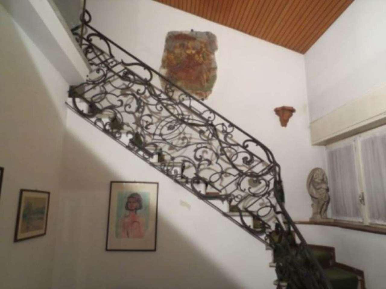 Villa in vendita a Vedano Olona, 6 locali, prezzo € 450.000 | Cambio Casa.it