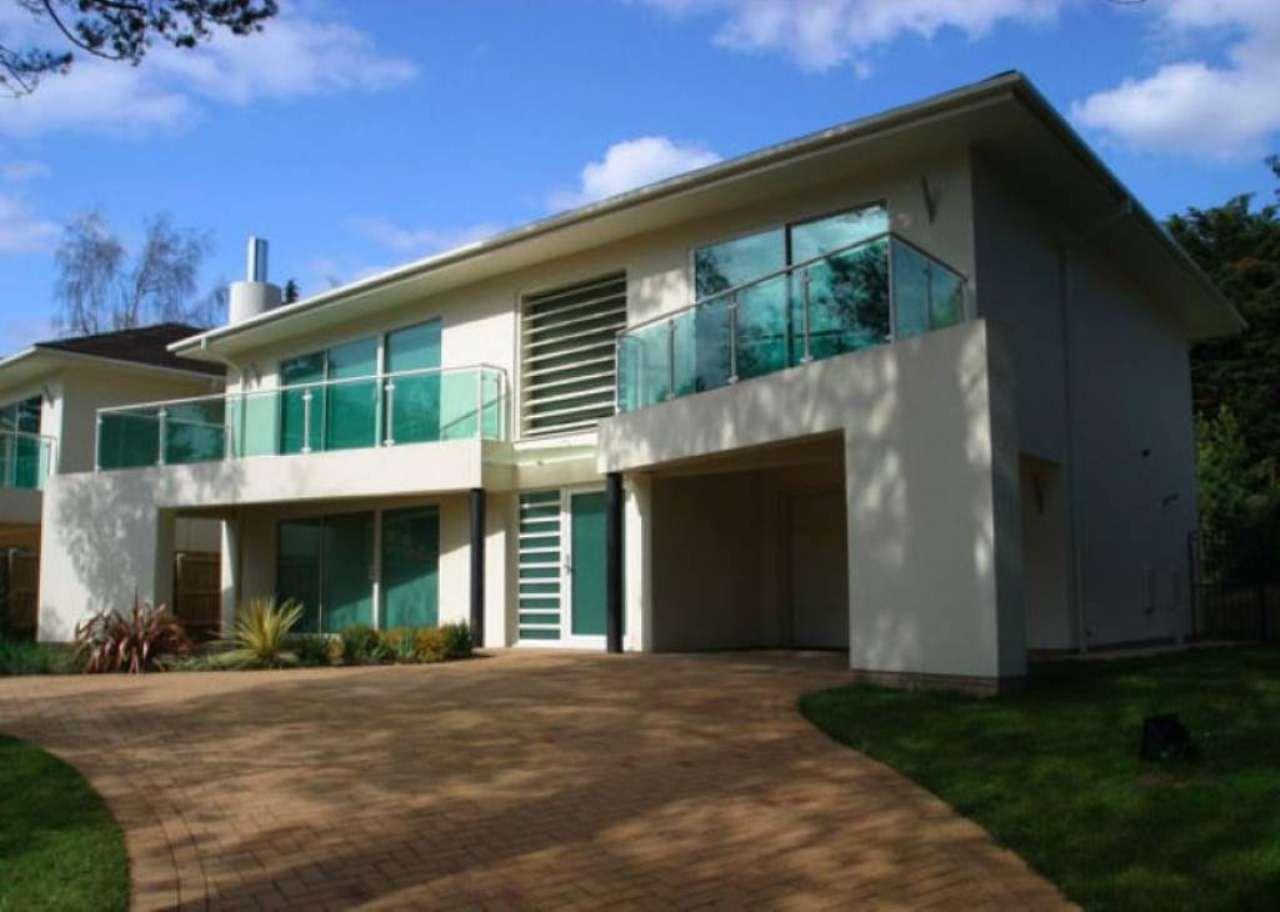 Villa in vendita a Malnate, 5 locali, prezzo € 330.000 | Cambio Casa.it