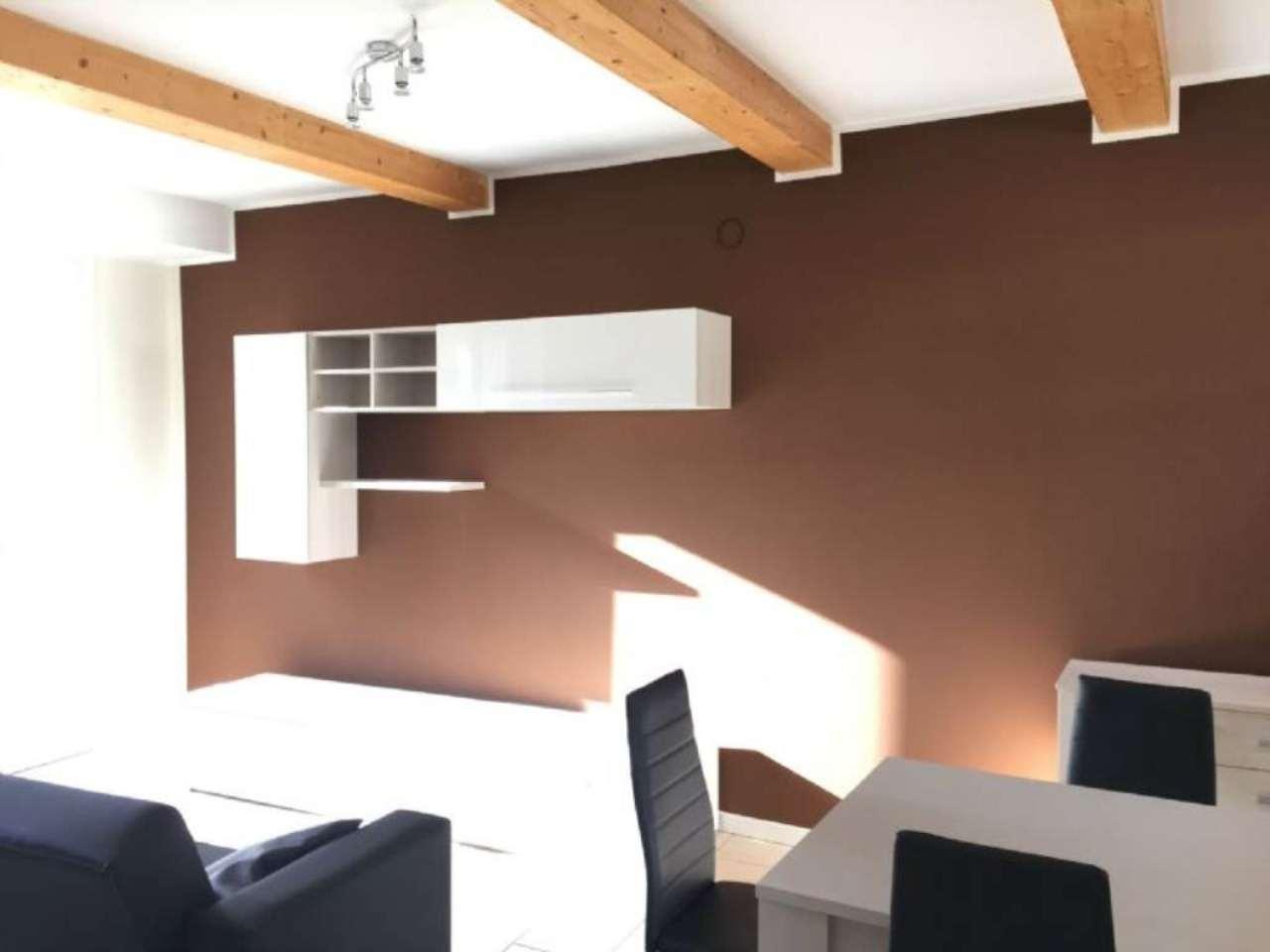 Appartamento in vendita a Vedano Olona, 3 locali, prezzo € 155.000 | Cambio Casa.it