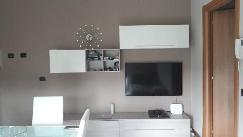 Appartamento in affitto a Malnate, 2 locali, prezzo € 550 | Cambio Casa.it