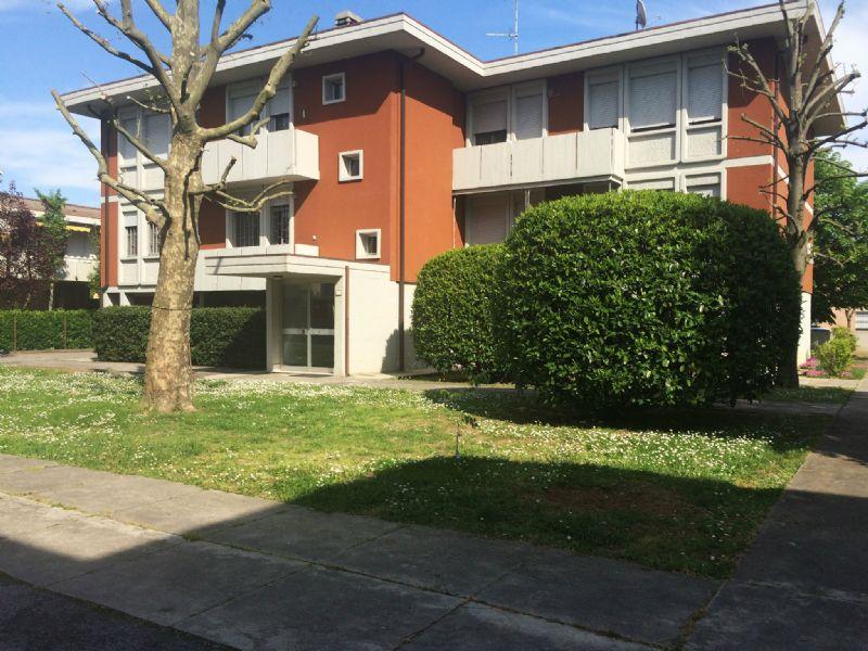Appartamento in vendita a San Pietro in Casale, 5 locali, prezzo € 125.000 | Cambio Casa.it
