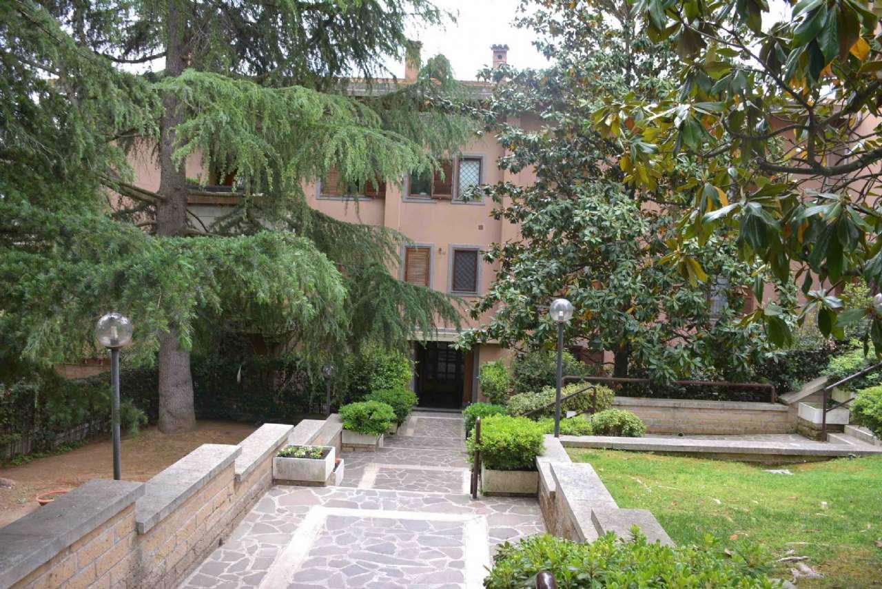 Appartamento in vendita 8 vani 111 mq.  via Domenico Falcioni 66 Roma