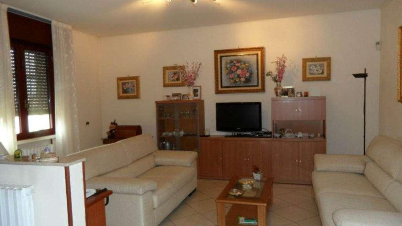Villa in vendita a Argelato, 10 locali, prezzo € 410.000 | Cambio Casa.it