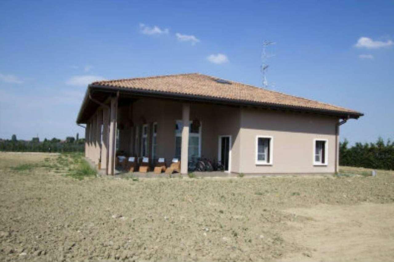 Villa in vendita a Castello d'Argile, 10 locali, prezzo € 680.000 | Cambio Casa.it