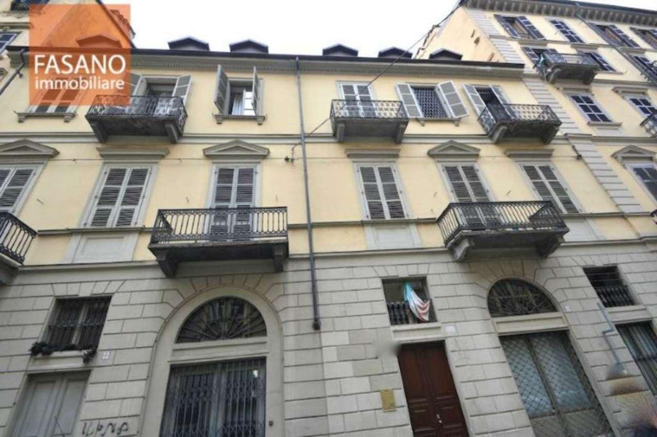 Bilocale Torino Via Camerana 1