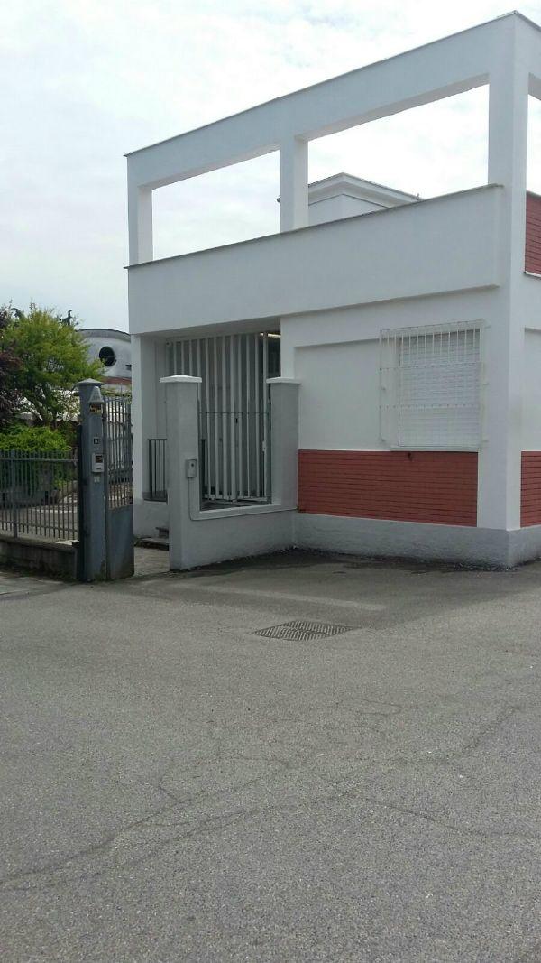 Capannone in affitto a Rozzano, 1 locali, prezzo € 2.700 | Cambio Casa.it